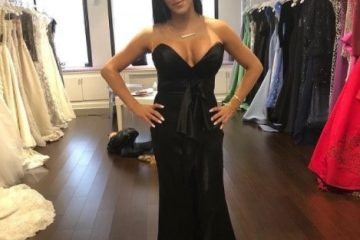 Matorka u crnoj dekoltiranoj haljini