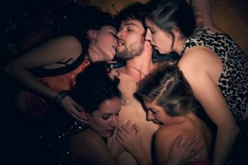 Zabava za pamćenje u zagrljaju nekoliko lepih žena
